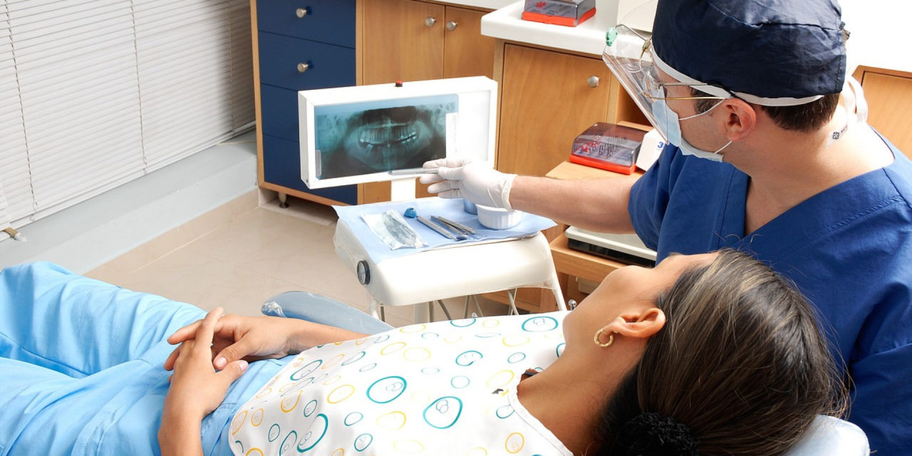 Bien choisir son professionnel pour la pose d'une couronne dentaire