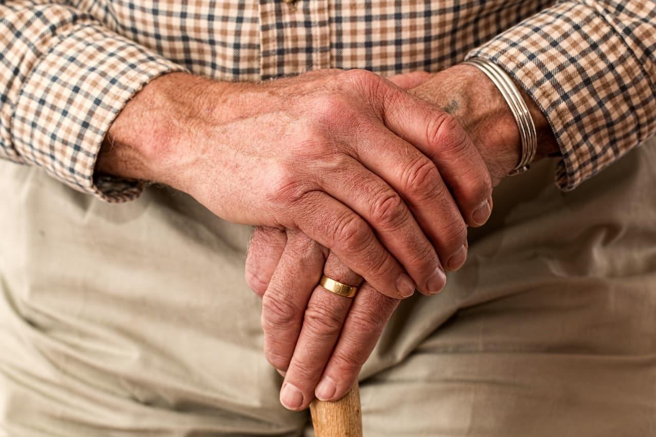 Une personne âgée en recherche d'un logment senior