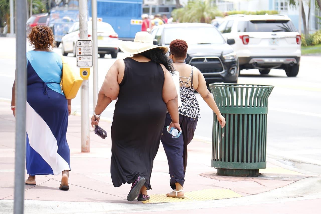 Trois femmes en situation de surpoids