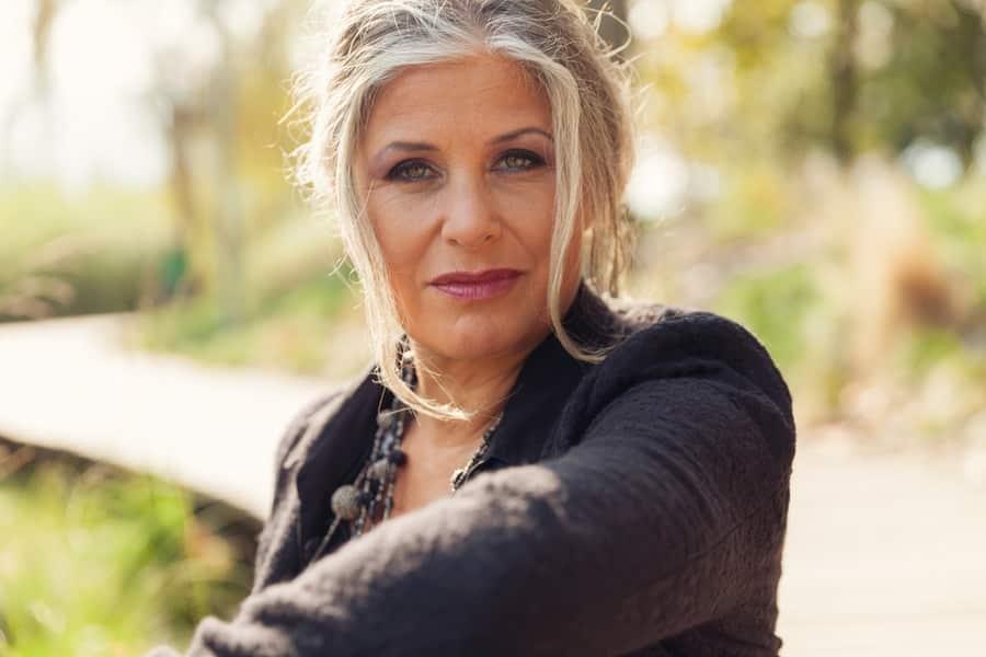 Une femme qui souffre de la ménopause