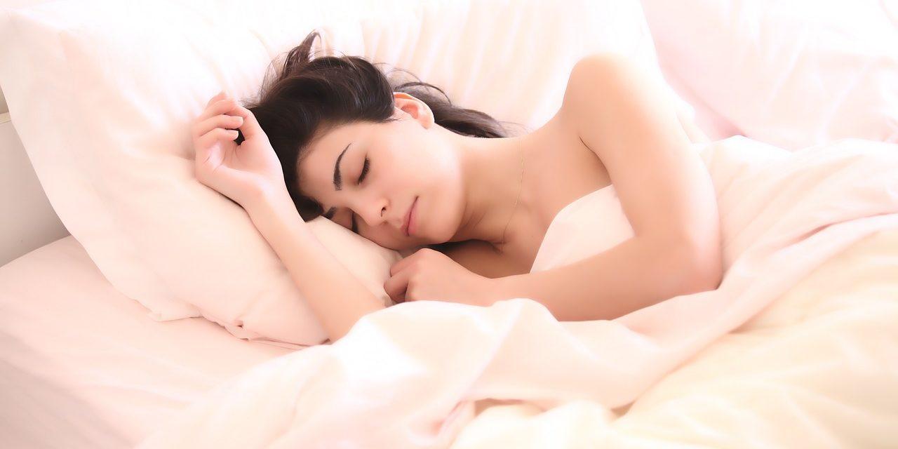 Cinq façons de perdre du poids en dormant